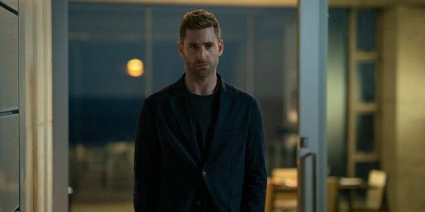 Giải thích kết thúc của The Invisible Man: Điều gì đã thực sự xảy ra với trai đẹp mà tồi Adrian Griffin? - Ảnh 5.