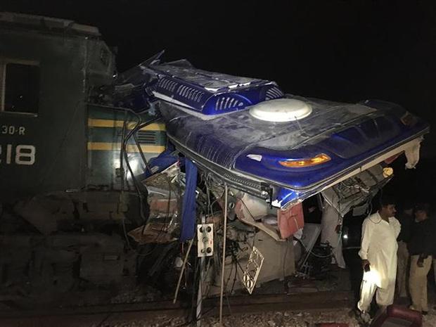 Tai nạn đường sắt nghiêm trọng tại Pakistan, khoảng 20 người thiệt mạng - Ảnh 1.