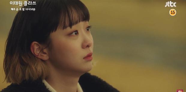 """Preview tập 11 Tầng Lớp Itaewon: """"Điên nữ"""" bật khóc nói em yêu anh, bỏ chạy vì bị Park Sae Ro Yi phũ trước mặt Soo Ah? - Ảnh 3."""