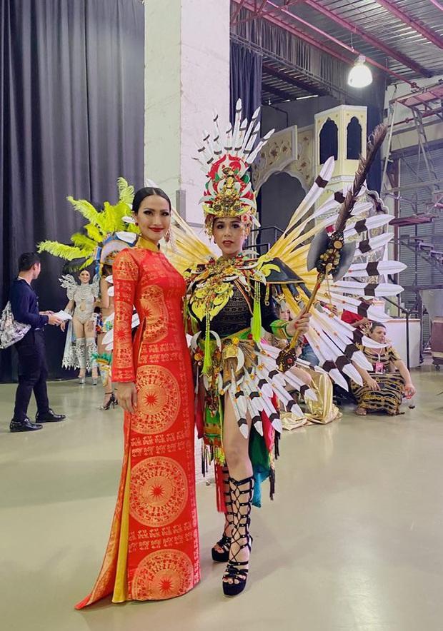 Hoài Sa diện áo đỏ rực, bất ngờ nhất là chi tiết áo giáp mang hình ảnh nữ quyền trên sân khấu Hoa hậu chuyển giới quốc tế 2020 - Ảnh 6.