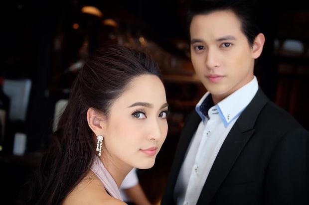 4 cặp diễn viên Thái Lan giống nhau đến ngỡ ngàng: Từ Nữ Thần Rắn đến em gái quốc dân đều có bản song trùng? - Ảnh 8.