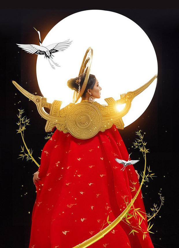 Hoài Sa diện áo đỏ rực, bất ngờ nhất là chi tiết áo giáp mang hình ảnh nữ quyền trên sân khấu Hoa hậu chuyển giới quốc tế 2020 - Ảnh 9.