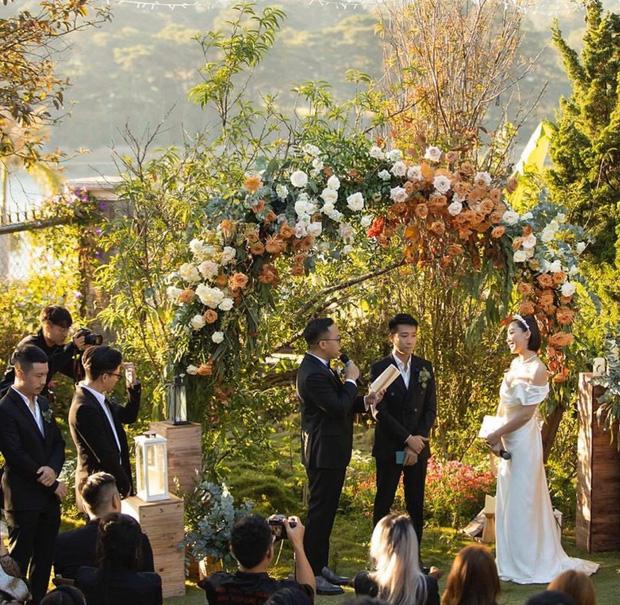 Loạt ảnh cực hiếm trong đám cưới Tóc Tiên - Hoàng Touliver cuối cùng cũng được hé lộ: Mọi khoảnh khắc hạnh phúc nhất đều có đủ! - Ảnh 3.