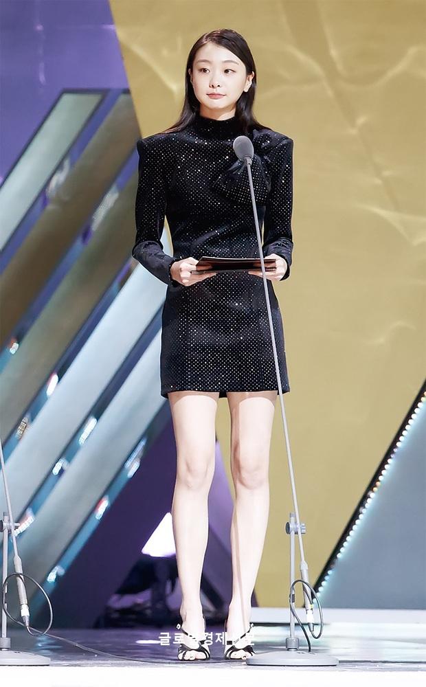 Style trong Itaewon Class đã dìm dáng Kim Da Mi quá đáng, chứ ngoài đời đẹp hoàn mỹ, ảnh không photoshop vẫn xuất sắc thế này cơ mà - Ảnh 9.
