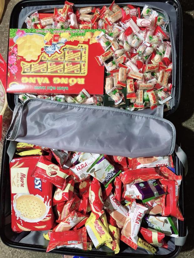 Sinh viên xa nhà thi nhau khoe cảnh đồ ăn được bố mẹ tiếp tế nhiều đến nỗi chất đống khi lên thành phố sau Tết - Ảnh 4.