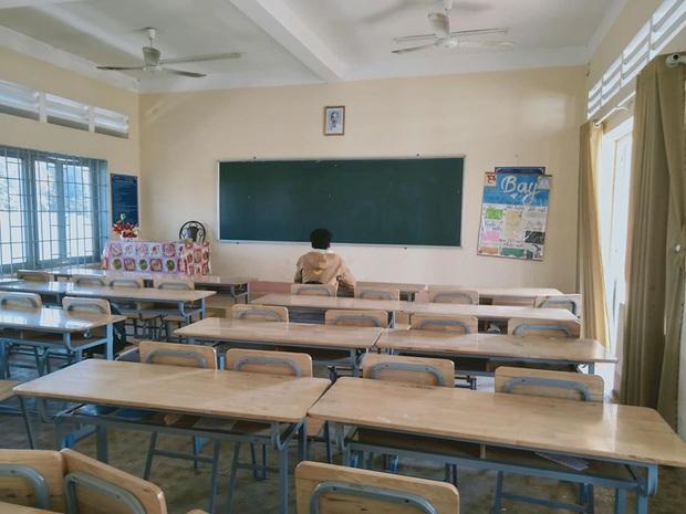 Hớn hở đi học sớm nhất trường, hội học trò thi nhau té ngửa trước tin cả trường được nghỉ tránh virus Corona - Ảnh 1.
