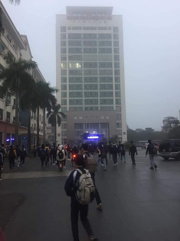 Không được nghỉ học tránh virus Corona, sinh viên Y - Công nghiệp khóc thét vì phải lên thành phố sớm, đeo khẩu trang cả ngày đi học - Ảnh 1.