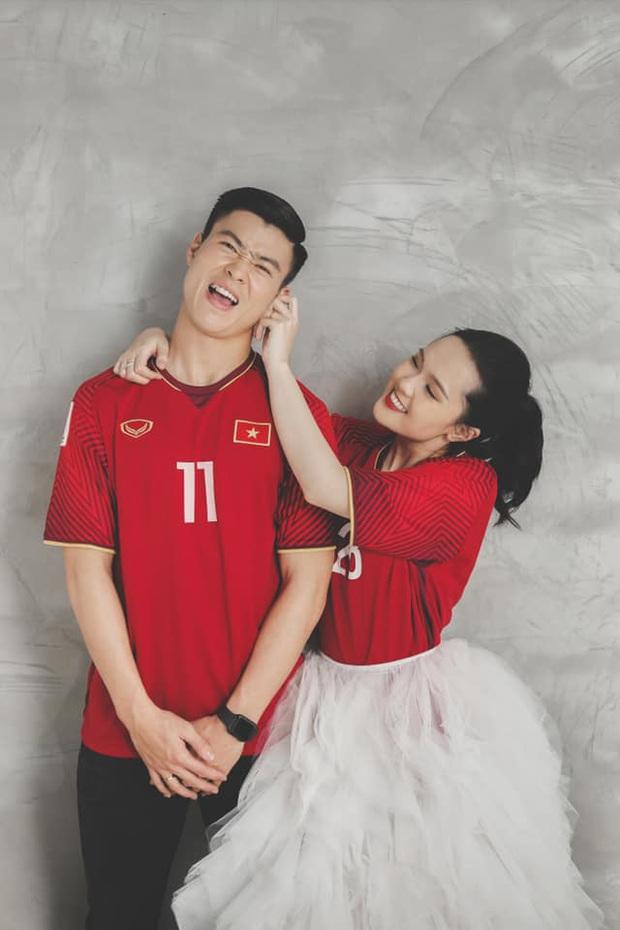 Bộ ảnh cưới cực độc của Duy Mạnh và Quỳnh Anh: Siêu ngọt, đầy tinh thần tuyển Việt Nam và ý nghĩa đặc biệt đằng sau đó - Ảnh 4.