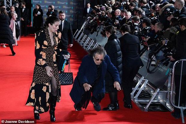 Thảm đỏ gây sốc BAFTAs: Góa phụ đen lấn át cả Công nương Anh, con gái Johnny Depp hở phản cảm bên dàn sao nữ thảm họa - Ảnh 10.
