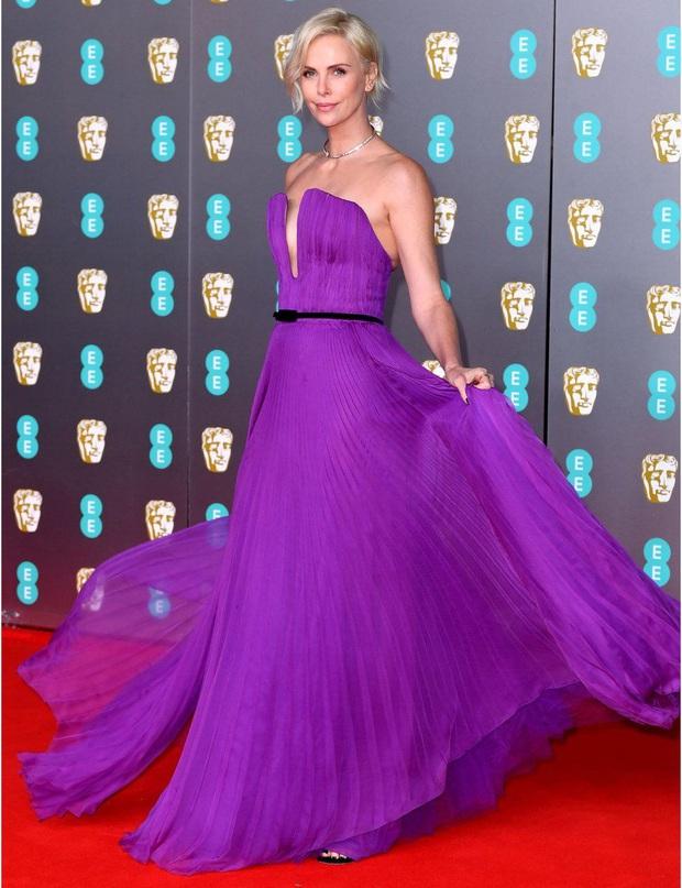 Thảm đỏ gây sốc BAFTAs: Góa phụ đen lấn át cả Công nương Anh, con gái Johnny Depp hở phản cảm bên dàn sao nữ thảm họa - Ảnh 3.