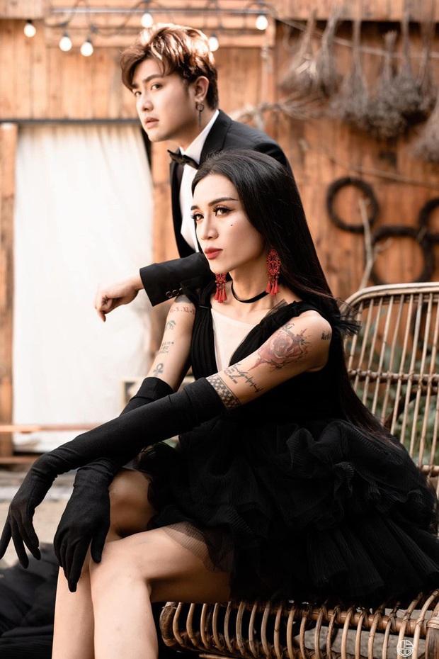 Thêm ảnh cưới kỷ niệm nửa thập kỷ yêu của BB Trần và bạn trai: Thánh lầy khoe chân dài tít tắp phái nữ còn ghen - Ảnh 2.