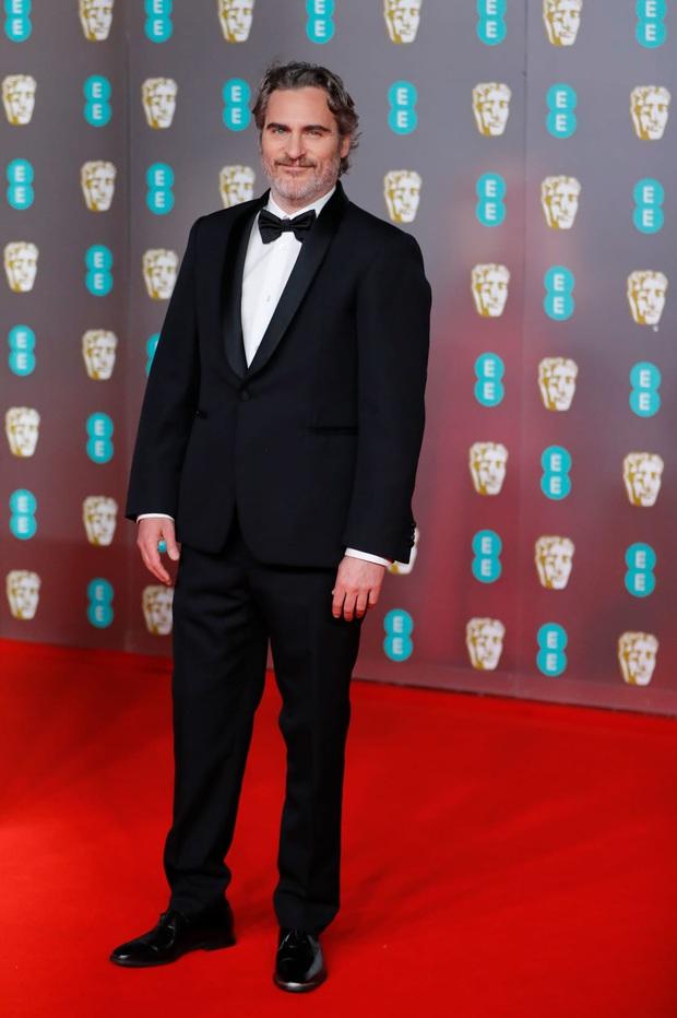 Thảm đỏ gây sốc BAFTAs: Góa phụ đen lấn át cả Công nương Anh, con gái Johnny Depp hở phản cảm bên dàn sao nữ thảm họa - Ảnh 18.