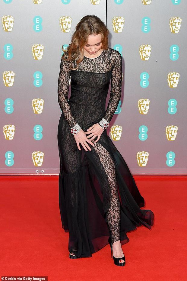 Thảm đỏ gây sốc BAFTAs: Góa phụ đen lấn át cả Công nương Anh, con gái Johnny Depp hở phản cảm bên dàn sao nữ thảm họa - Ảnh 7.