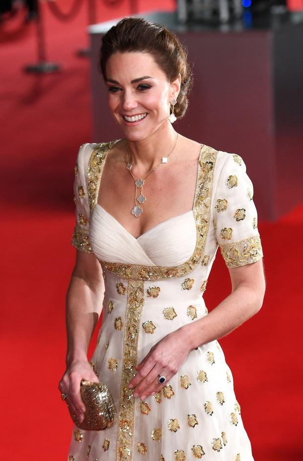 Lại một pha mặc đồ cũ từ Công nương Kate nhưng đáng chú ý là tuyệt chiêu giúp cô hack tuổi tài tình - Ảnh 6.