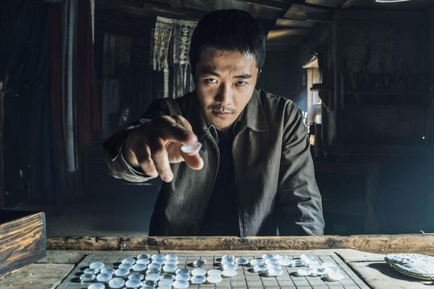 Review Ván Cờ Sinh Tử: Thiếu sâu sắc nhưng đủ giải trí, không biết chơi cờ vẫn thoải mái xem - Ảnh 2.
