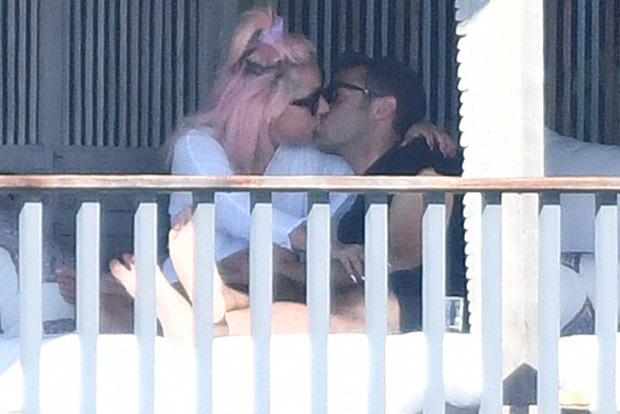 Không phải Bradley Cooper, Lady Gaga công khai khóa môi CEO công nghệ: Dân Harvard, giàu có lại còn bảnh bao! - Ảnh 2.