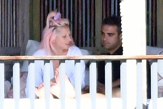 Không phải Bradley Cooper, Lady Gaga công khai khóa môi CEO công nghệ: Dân Harvard, giàu có lại còn bảnh bao! - Ảnh 1.