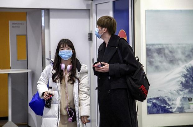 Hàn Quốc đóng cửa hàng trăm trường học để phòng tránh dịch bệnh viêm phổi cấp do virus corona - Ảnh 1.
