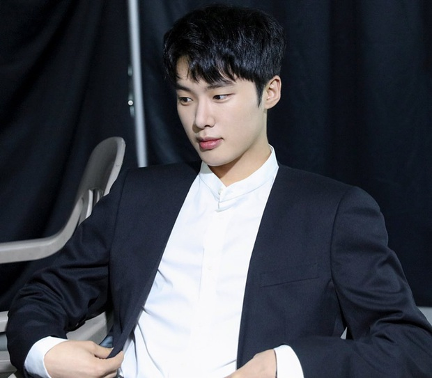 Dàn sao Itaewon Class: Park Seo Joon dính tin đồn yêu đồng tính, nữ thứ hot hơn cả nữ chính vì từng cặp kè Lee Jong Suk? - Ảnh 22.