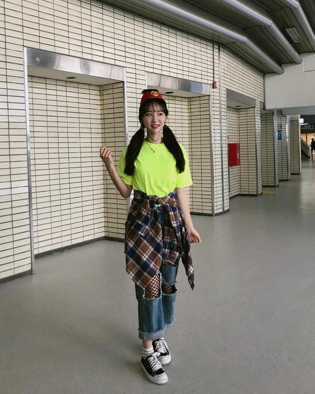 Tới sân xem Son Heung-min chơi bóng, cô nàng fan hâm mộ khiến dân tình ngỡ ngàng bởi gương mặt xinh đẹp, nụ cười tươi rói - Ảnh 8.