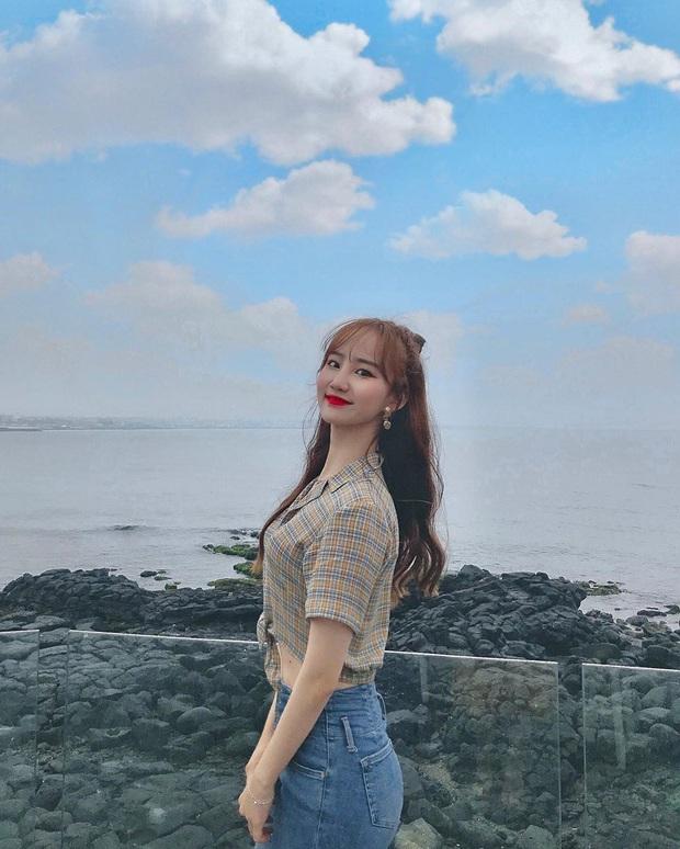 Tới sân xem Son Heung-min chơi bóng, cô nàng fan hâm mộ khiến dân tình ngỡ ngàng bởi gương mặt xinh đẹp, nụ cười tươi rói - Ảnh 12.