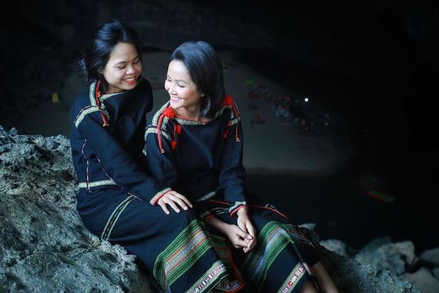 Bị nghi chụp ảnh trong hang Sơn Đoòng khi đang có rác thải bừa bãi xung quanh, H'Hen Niê chính thức lên tiếng - Ảnh 11.