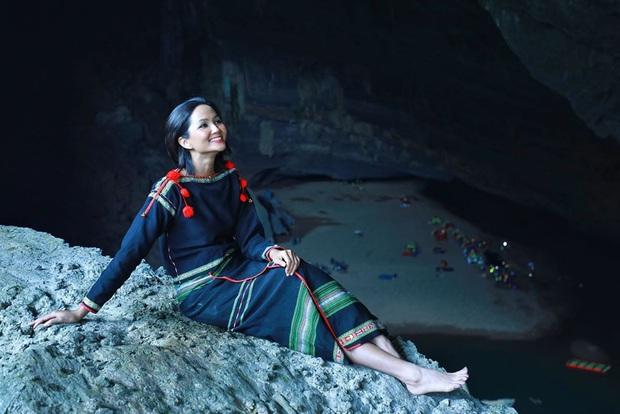Bị nghi chụp ảnh trong hang Sơn Đoòng khi đang có rác thải bừa bãi xung quanh, H'Hen Niê chính thức lên tiếng - Ảnh 8.