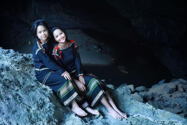 Bị nghi chụp ảnh trong hang Sơn Đoòng khi đang có rác thải bừa bãi xung quanh, H'Hen Niê chính thức lên tiếng - Ảnh 7.