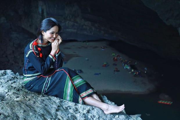 Bị nghi chụp ảnh trong hang Sơn Đoòng khi đang có rác thải bừa bãi xung quanh, H'Hen Niê chính thức lên tiếng - Ảnh 10.