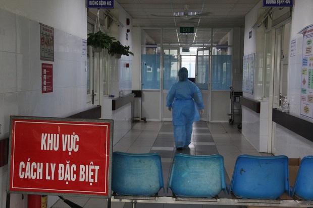 Nữ bệnh nhân Trung Quốc trốn viện ở Đà Nẵng đã ra sân bay trở về nước - Ảnh 1.