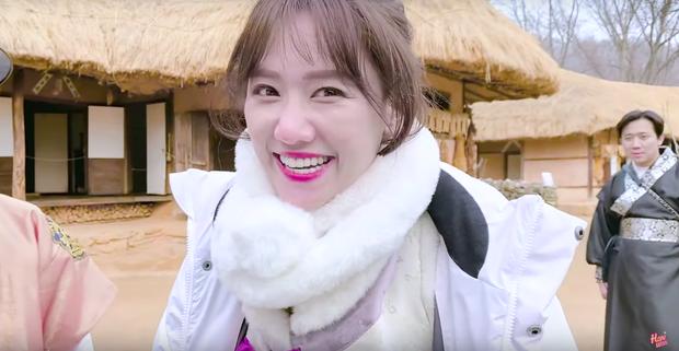 """Dàn sao Bố Già bỗng đồng loạt """"ném gỗ lên trời"""" trong vlog mới của Hari Won, hoá ra là chơi một trò bói đặc biệt của Hàn Quốc - Ảnh 5."""