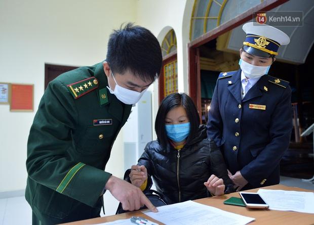 Chuyến tàu liên vận từ Trung Quốc vào Việt Nam chỉ với 2 người, một người bị từ chối nhập cảnh, một người được cách ly - Ảnh 5.