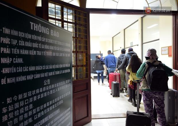 Chuyến tàu liên vận từ Trung Quốc vào Việt Nam chỉ với 2 người, một người bị từ chối nhập cảnh, một người được cách ly - Ảnh 13.