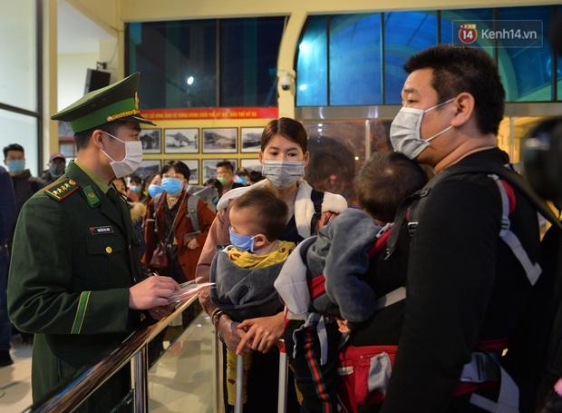 Chuyến tàu liên vận từ Trung Quốc vào Việt Nam chỉ với 2 người, một người bị từ chối nhập cảnh, một người được cách ly - Ảnh 15.