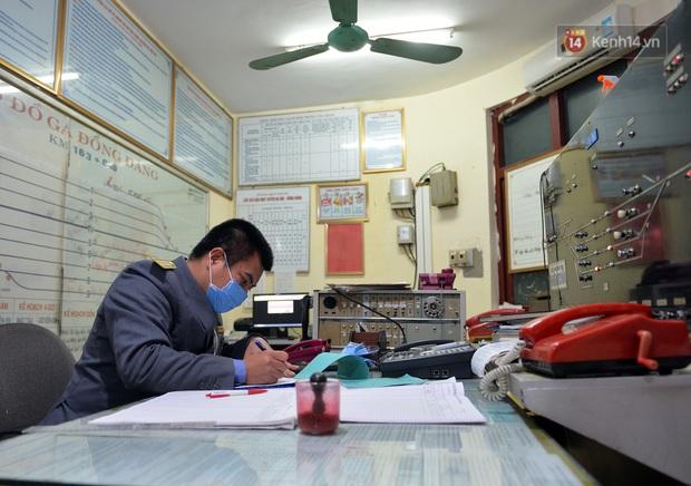 Chuyến tàu liên vận từ Trung Quốc vào Việt Nam chỉ với 2 người, một người bị từ chối nhập cảnh, một người được cách ly - Ảnh 2.