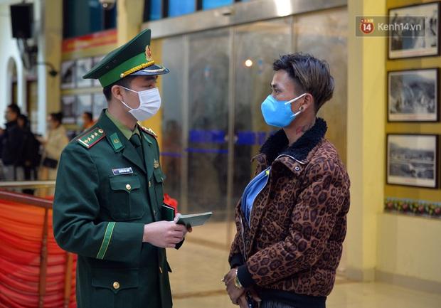 Chuyến tàu liên vận từ Trung Quốc vào Việt Nam chỉ với 2 người, một người bị từ chối nhập cảnh, một người được cách ly - Ảnh 16.