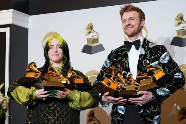 Billie Eilish sẽ diễn gì tại Oscar 2020: Hát nhạc phim, diễn hit cũ hay có tin đồn làm sống lại ca khúc bất hủ của The Beatles huyền thoại? - Ảnh 1.