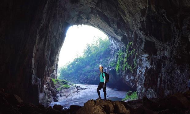 Bị nghi chụp ảnh trong hang Sơn Đoòng khi đang có rác thải bừa bãi xung quanh, H'Hen Niê chính thức lên tiếng - Ảnh 3.