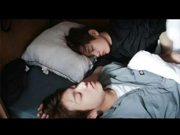 Loạt khoảnh khắc tình bể bình của bộ đôi mỹ nam V & Jungkook (BTS) khiến fan bấn loạn trên show thực tế! - Ảnh 6.