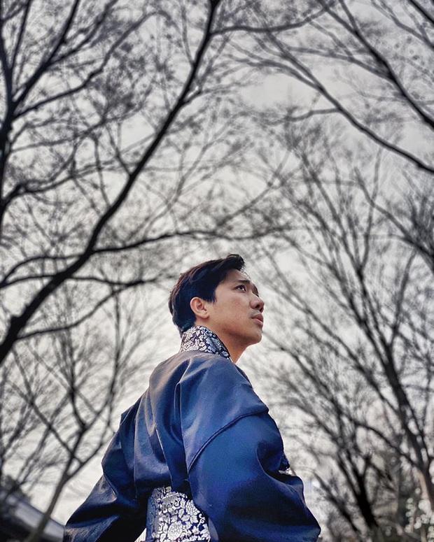 """Dàn sao Bố Già bỗng đồng loạt """"ném gỗ lên trời"""" trong vlog mới của Hari Won, hoá ra là chơi một trò bói đặc biệt của Hàn Quốc - Ảnh 13."""