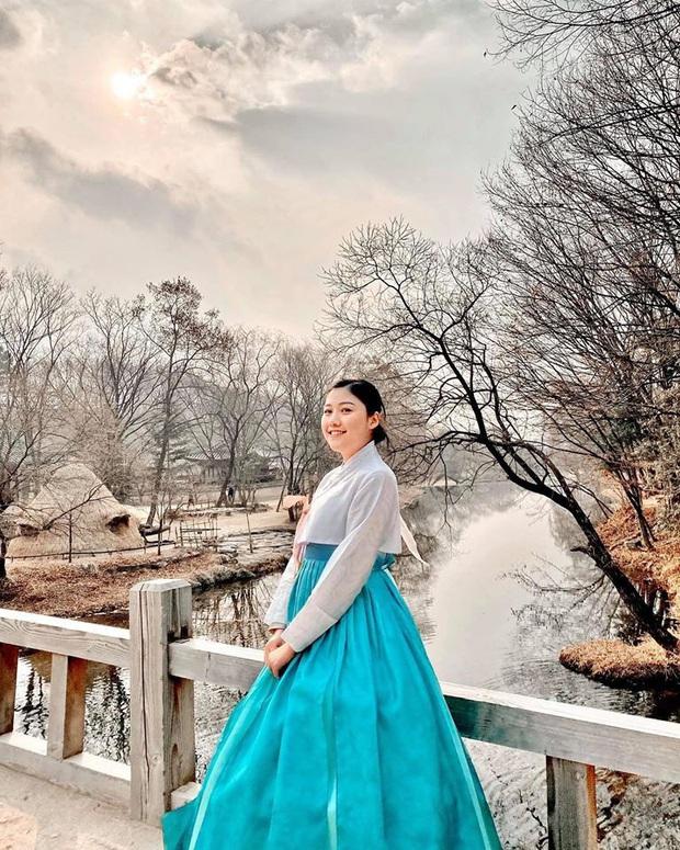 """Dàn sao Bố Già bỗng đồng loạt """"ném gỗ lên trời"""" trong vlog mới của Hari Won, hoá ra là chơi một trò bói đặc biệt của Hàn Quốc - Ảnh 15."""