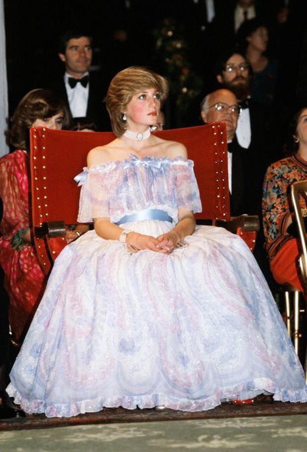 """Bức ảnh ngủ gật nổi tiếng của Công nương Diana: Đằng sau hình ảnh """"người đẹp ngủ trong rừng"""" là nỗi lòng không phải ai cũng hiểu - Ảnh 2."""