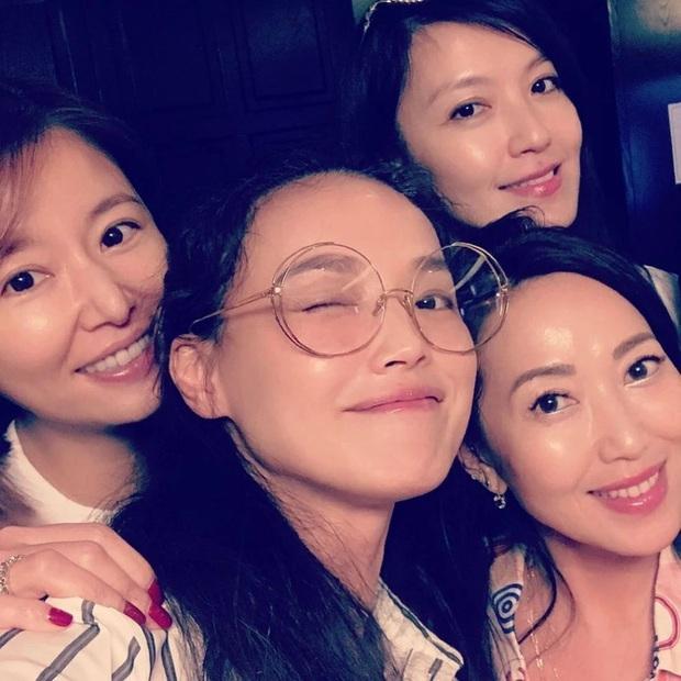 Hội chị em bạn dì tụ tập nhưng netizen chỉ chủ ý tới nhan sắc mặt mộc của Thư Kỳ lấn lướt Lâm Tâm Như - Ảnh 1.