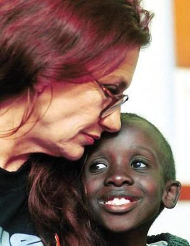 Cậu bé xuất hiện trên Google hôm nay là ai: Nkosi Johnson - người hùng nhỏ với bài phát biểu khiến 10.000 người chết lặng - Ảnh 1.