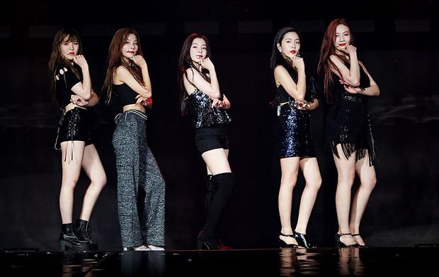 """Cùng hát encore nhưng Red Velvet và BLACKPINK live """"như nuốt đĩa"""", Lisa còn phát âm chuẩn như người Hàn; riêng TWICE sau 5 năm càng nghe càng dở? - Ảnh 3."""