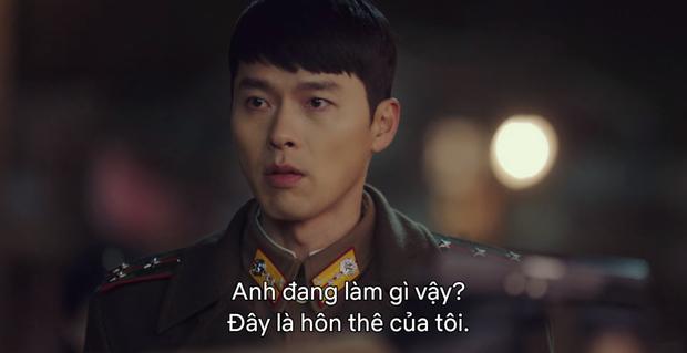 5 lần Hyun Bin cứu mạng Son Ye Jin trong Crash Landing On You: Hết nhận làm hôn thê lại cưỡng hôn chị đẹp? - Ảnh 4.