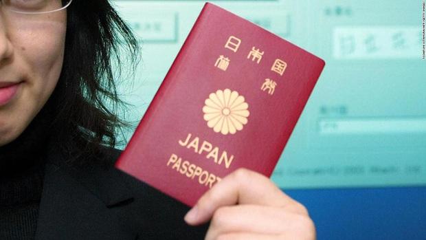 Cuốn hộ chiếu quyền lực nhất thế giới của Nhật Bản sắp được thay đổi diện mạo với sự xuất hiện của biểu tượng nổi tiếng này - Ảnh 1.
