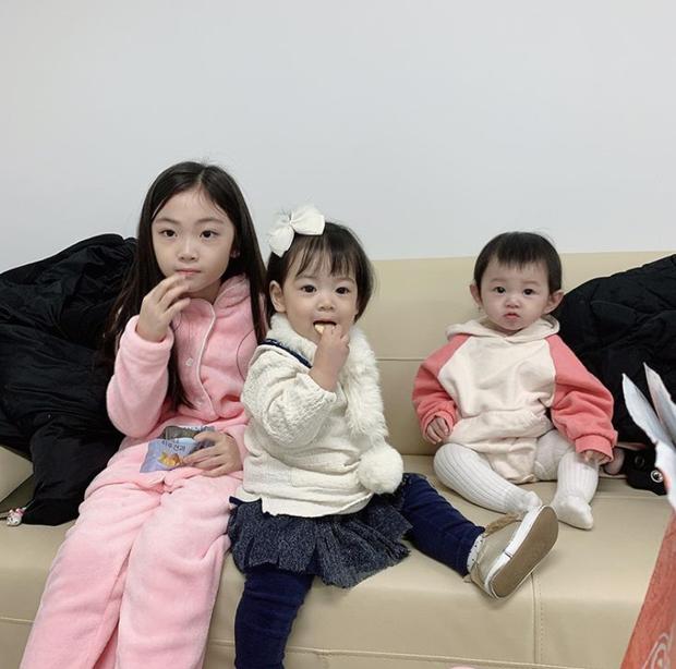 Lộ hình bố của Son Ye Jin ở Crash Landing On You bế cháu ngoại, happy ending không còn xa? - Ảnh 2.