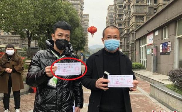 Địa phương Trung Quốc phát thẻ thông hành như tem phiếu bao cấp, nghiêm ngặt hạn chế người dân đi lại - Ảnh 2.
