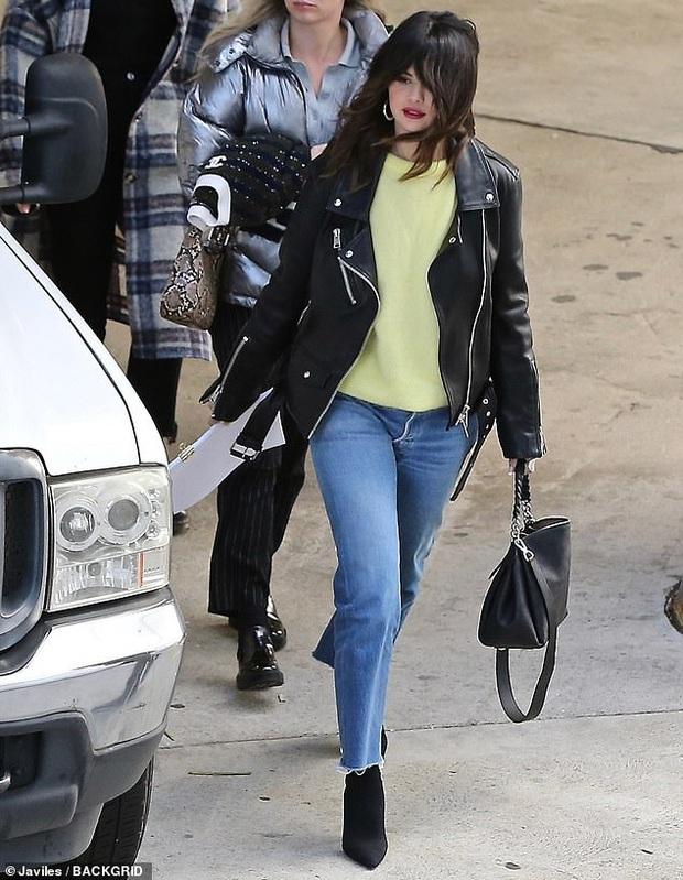 Selena Gomez và Justin Bieber lần lượt xuất hiện mà sao đối lập thế này: Bên xinh đẹp ngút ngàn, bên vừa dừ như ông chú - Ảnh 2.